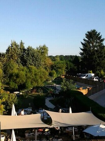 Logis Auberge du Centre: view of rear garden from room 25