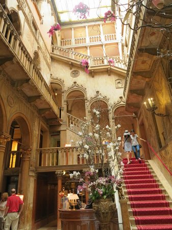 Hotel Danieli, A Luxury Collection Hotel: Main Lobby & Staircase