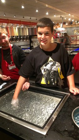 Yankee Candle Flagship Store: making a wax hand mold