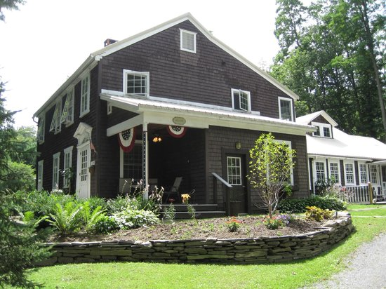 Mary's Meadow B&B at Fernwood Farm : The House!
