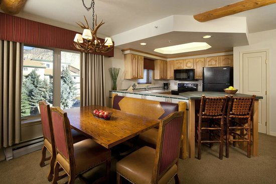 Lakeside Terrace: Full Kitchen & Dining Area