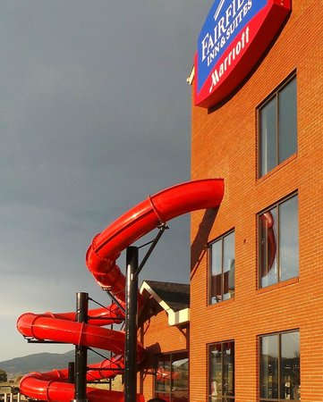 Fairfield Inn & Suites Vernon: View of water slide from exterior of hotel