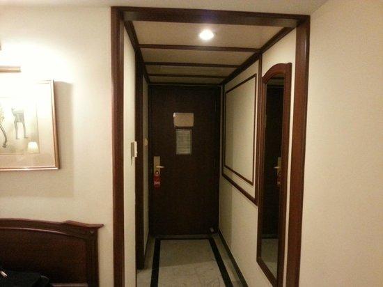 Villa Retreat: The Room