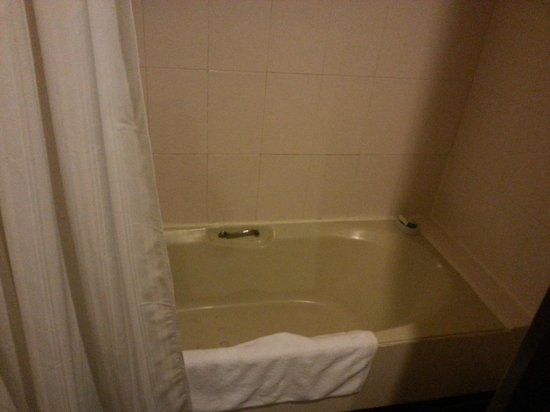 Villa Retreat: Bath Tub