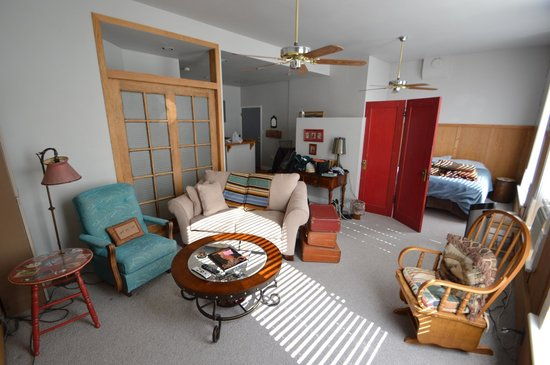 Grandma's Cottage: Pièce principale du Bronco Bobbi's Hideout