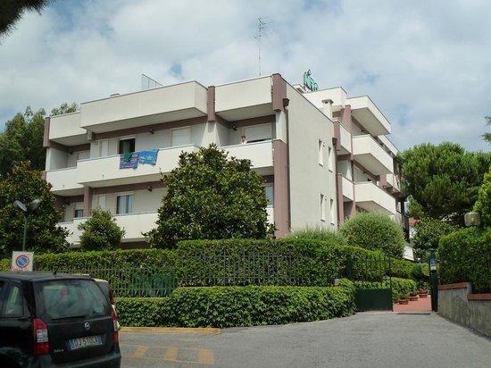 Residence Niro: La Résidence vu du côté de l'entrée