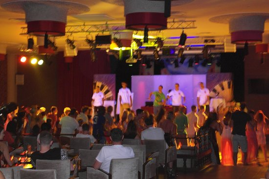ClubHotel Riu Tikida Palmeraie: Evening entertainment in the theatre bar