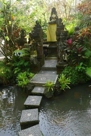 Gustis Garden Bungalows: Temple in the hotel