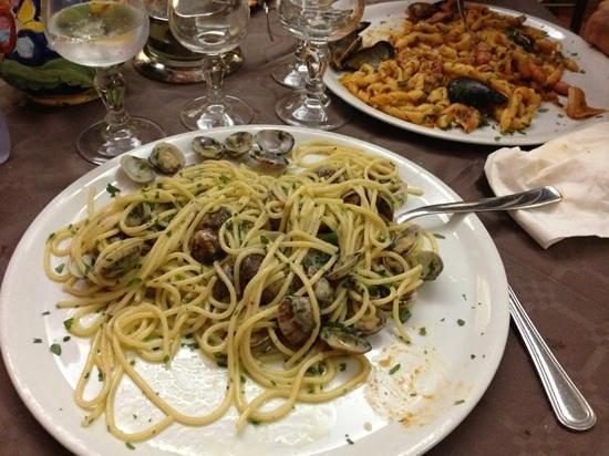 La Piazzetta: spaghetti alle vongole
