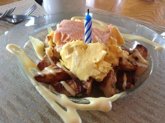 Youngberg Hill Vineyards & Inn: Birthday breakfast!