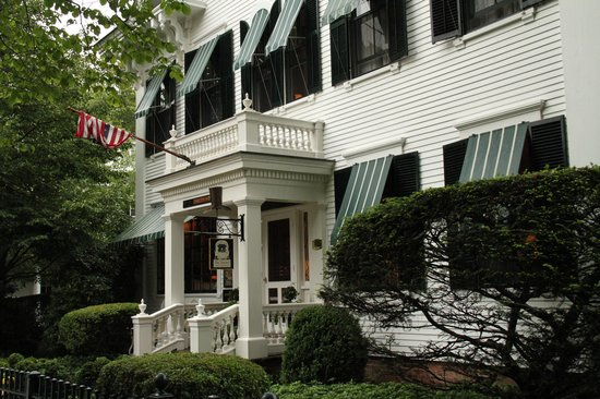 The Charlotte Inn: Front of house