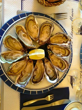 Le Chasse Maree: 12 excellent and very fresh oysters.
