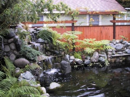 Craftsman House Bed and Breakfast Los Angeles : large water fall