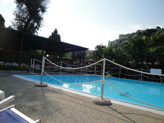 Hotel Girasole: The pool and snack bar