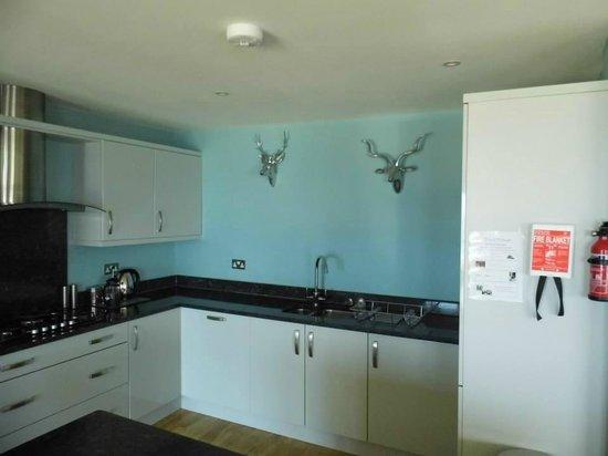 Natural Retreats Fistral Beach: Kitchen