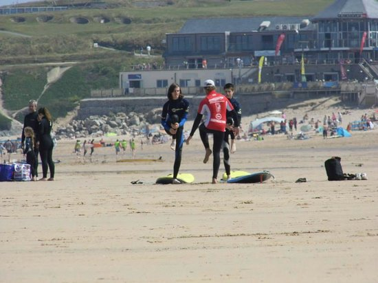 Natural Retreats Fistral Beach: Surf lessons from Offshore