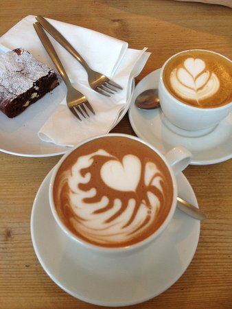 Box Brownie Coffee : Lovely latte and brownie