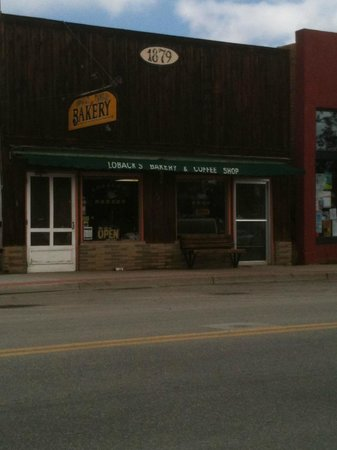 Loback's Bakery: The front of it