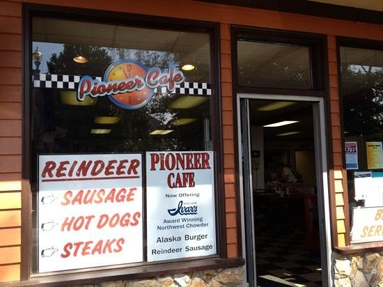 Pioneer Cafe: great local spot in Ketchican.