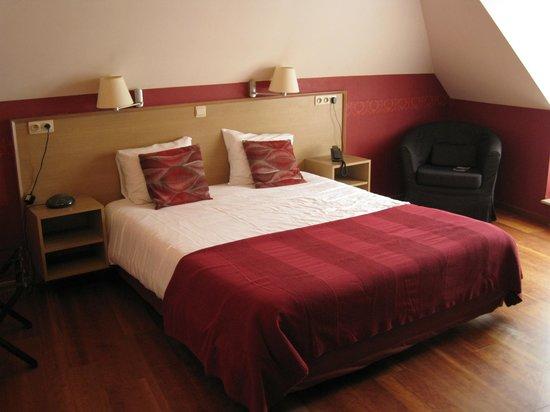 Hotel Malleberg : cama grande y comoda