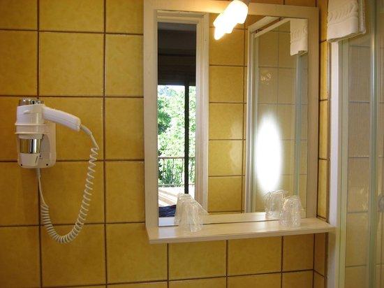 Hotel Villa Nina: salle de bain