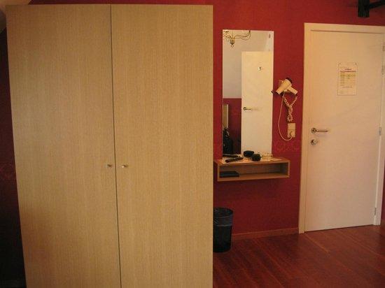 Hotel Malleberg : mueble tipo Ikea