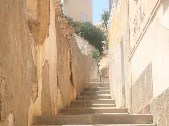 Cerro Malpique Aparthotel: One of the sets of steps we had to climb daily!
