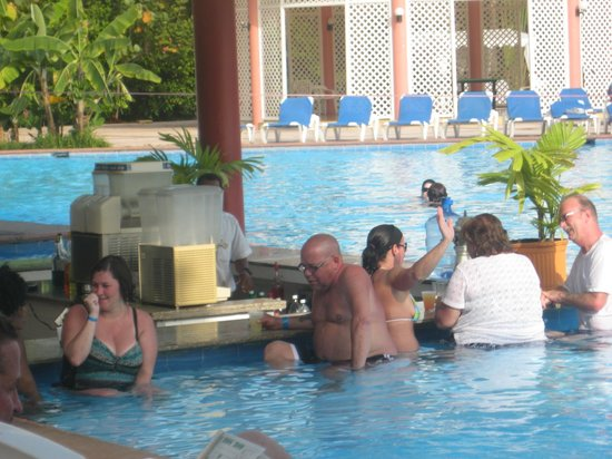 Puerto Plata Village Resort: pool bar