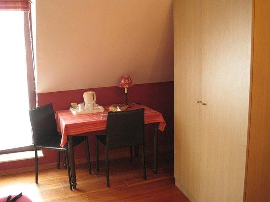 Hotel Malleberg : mesa con hervidor