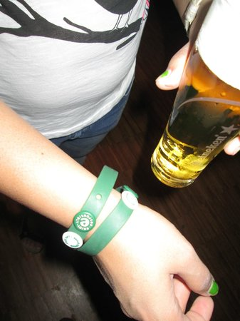 Heineken Experience: dont lose your bracelet and your buttons otherwise no free beer!