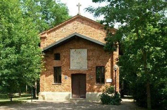 Torre d'Isola, อิตาลี: La cappella dopo i restauri, compiuti nel 1993.