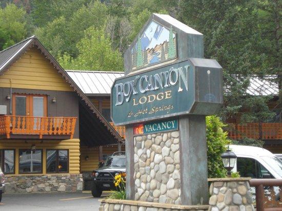 Cascade Falls Lodge: Entrance
