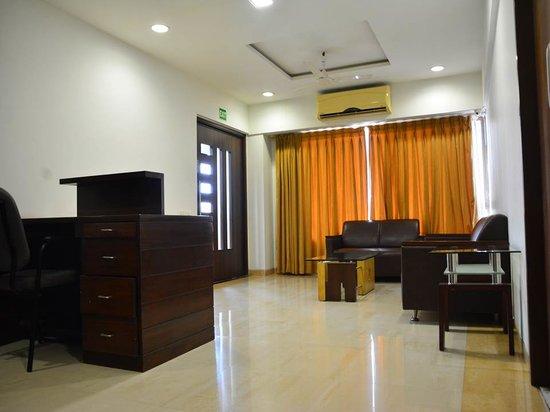 Hotel Platinum Residency: 4th Floor Lobby