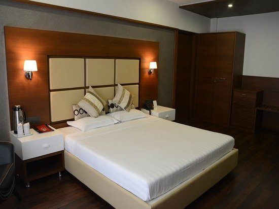 Hotel Platinum Residency: 4th Floor Deluxe Room