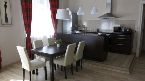Sodispar Serviced Apartments: Salon amplio y luminoso