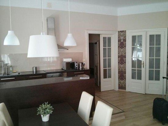 Sodispar Serviced Apartments: Salon amplio y luminoso