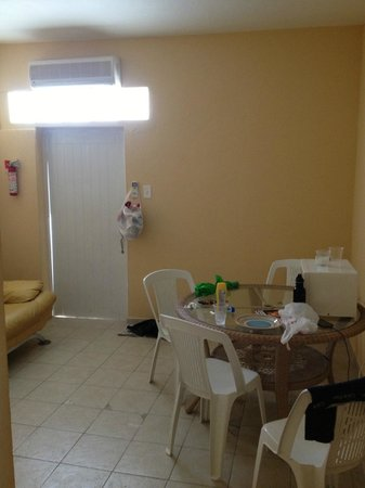 Mont Caribe Guesthouse : Living room space with table/chairs/microwave/refrigerator/couch