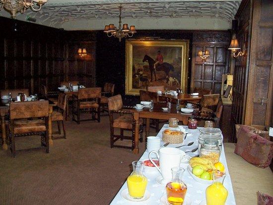The Crown Inn: breakfast in dining room