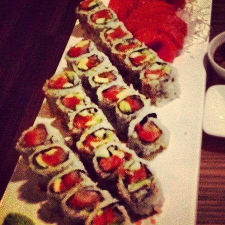 Enso: Spicy Salmon&tuna roll and New York roll and salmon sashimi
