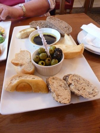 Tenby Tapas: Olives and breads