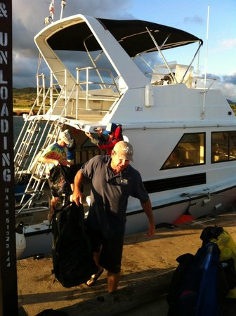 Seasport Divers: after a long day... unloading the tanks