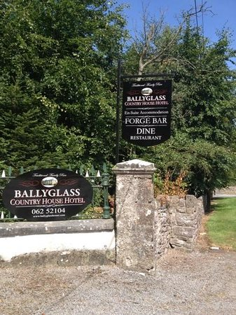 Ballyglass Country House: The Entrance