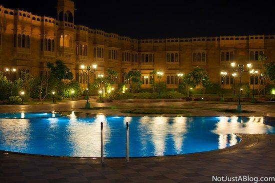 Desert Tulip Hotel & Resort: The pool at night