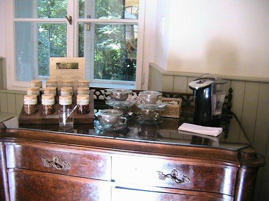 Chateau Hostacov: Чайный стол за завтраком