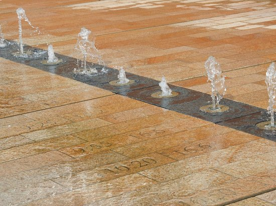 Liverpool's Old Dock Tour: Fountains at the entrance to Liverpool 1 illustrate the heights of tides