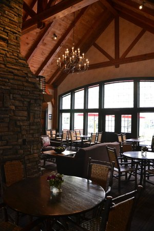 Green Mountain Suites Hotel: Green Mountain Suites - Breakfast area kept clean and pleasant