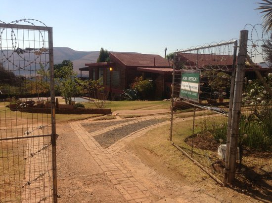 Acra Retreat - Mountain View Lodge - Waterval Boven: the entrance: well protected