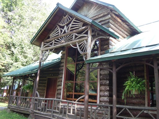 Raquette Lake Navigation Co: Camp Pine Knot