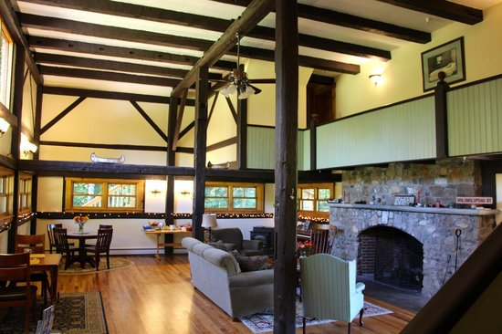 Franconia Notch Guest House : The common area/ dining room