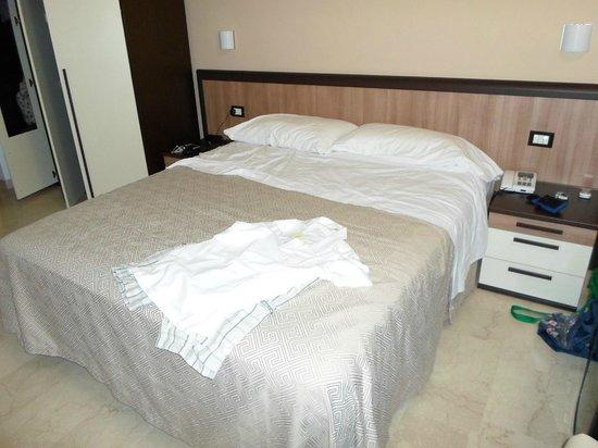 camera da letto molto spaziosa - Picture of Hotel Vittoria ...